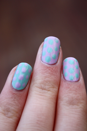 Essence dotting nail art