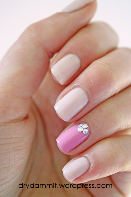 Accent nail with studs nail art using Essence Nude Glam Cotton Candy & Essence Free Hugs by Dry, Dammit!